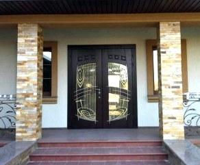 Оформление дизайна двери для центрального входа